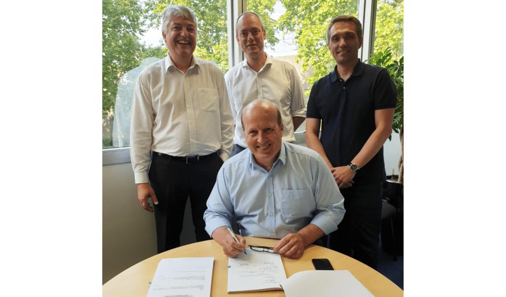 Signature du contrat New Deal Axione et Orange