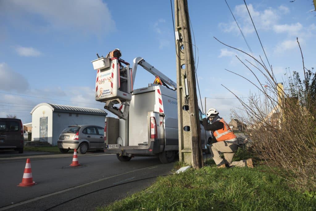 Tirage de cable souterrain et aérien sur support existant à Ostricourt